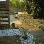 Jardin contemporain avec soutènement en gabions, Saint Brévins