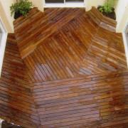 Terrasse bois Pin thermo-traité dans un patio, Olonne sur mer